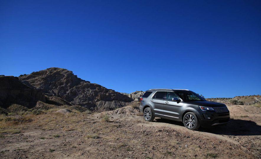 2016 Ford Explorer Platinum - Slide 32