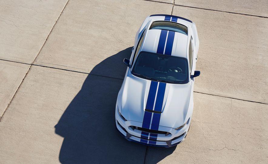 2016 Ford Explorer Sport 4WD - Slide 30