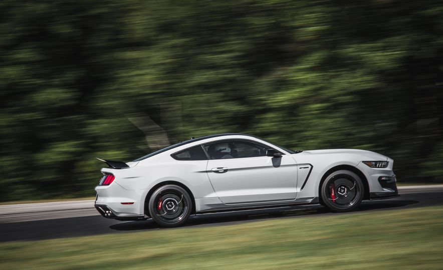 2016 Ford Mustang Shelby GT350R - Slide 17