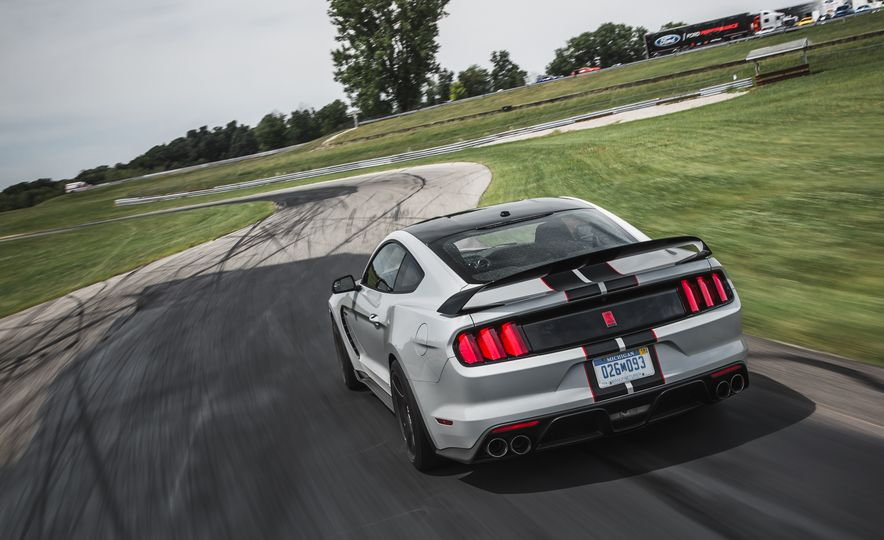 2016 Ford Mustang Shelby GT350R - Slide 19