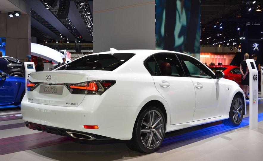 2016 Lexus GS200t - Slide 3