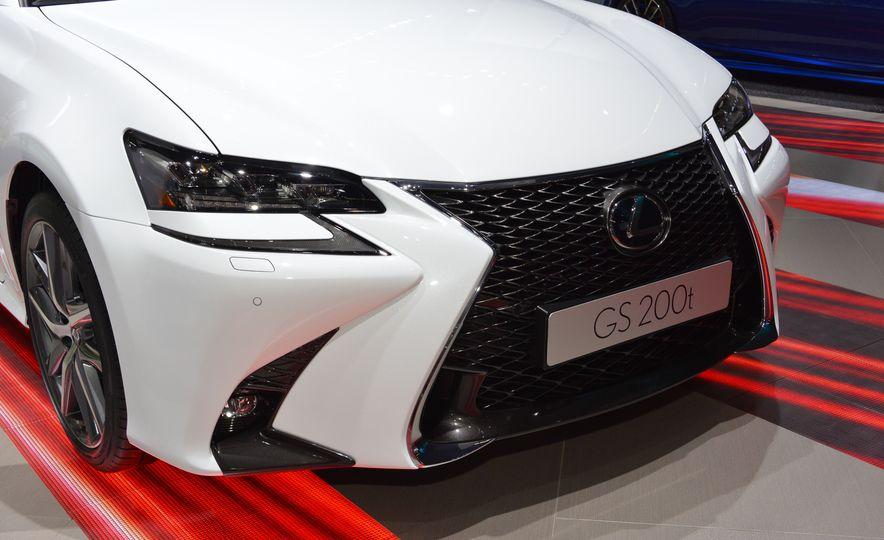 2016 Lexus GS200t - Slide 4