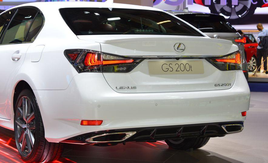 2016 Lexus GS200t - Slide 5