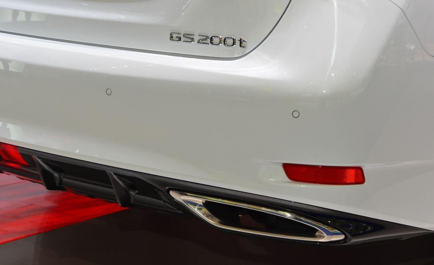 2016 Lexus GS200t - Slide 6