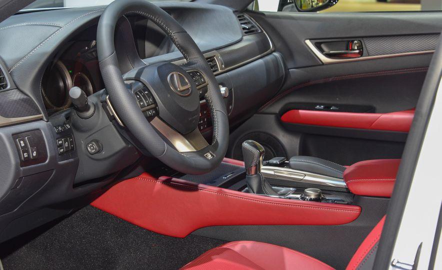 2016 Lexus GS200t - Slide 8