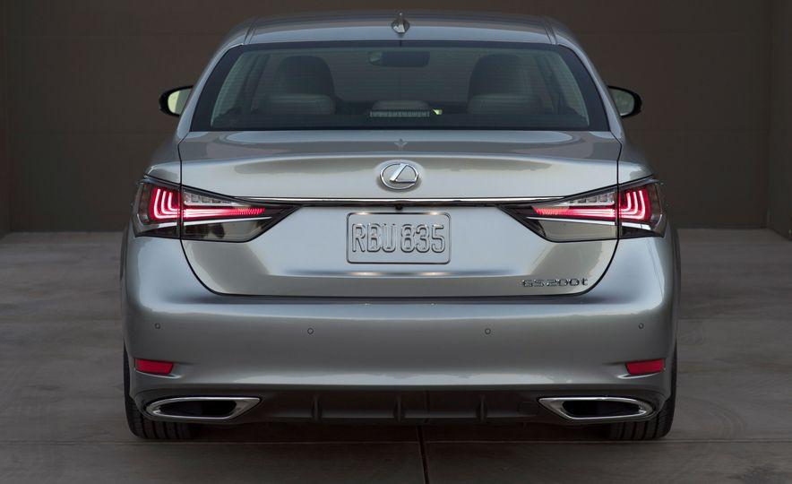 2016 Lexus GS200t - Slide 17