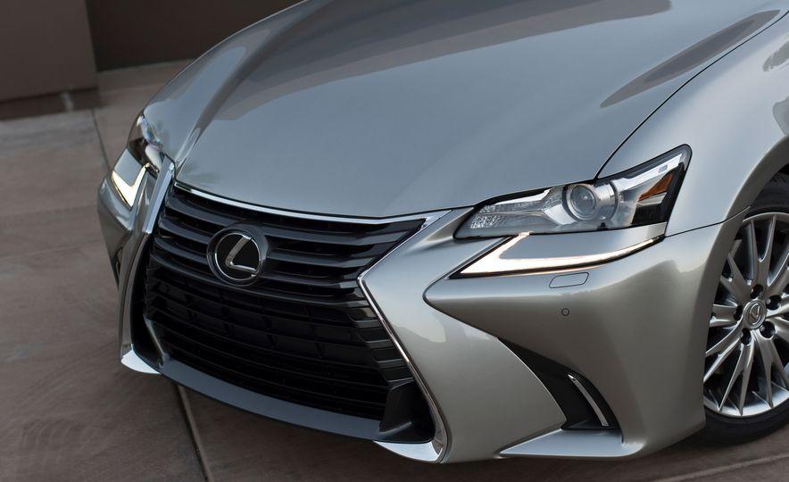 2016 Lexus GS200t - Slide 18