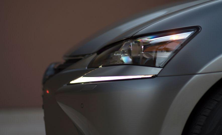 2016 Lexus GS200t - Slide 19