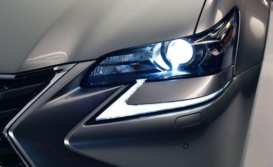2016 Lexus GS200t - Slide 20