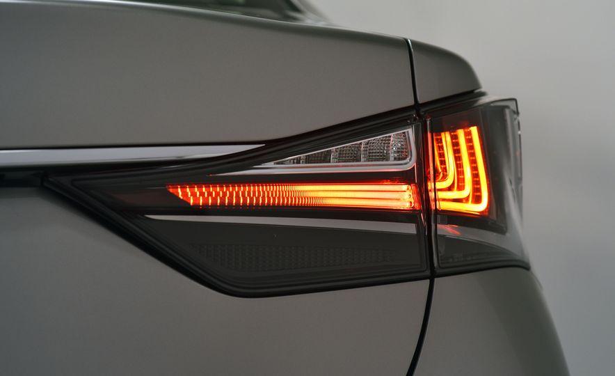 2016 Lexus GS200t - Slide 21