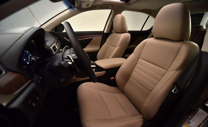 2016 Lexus GS200t - Slide 22
