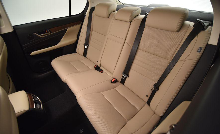 2016 Lexus GS200t - Slide 23
