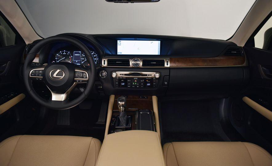 2016 Lexus GS200t - Slide 24