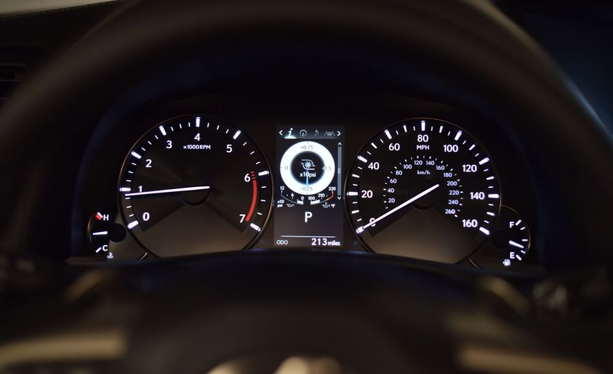 2016 Lexus GS200t - Slide 25
