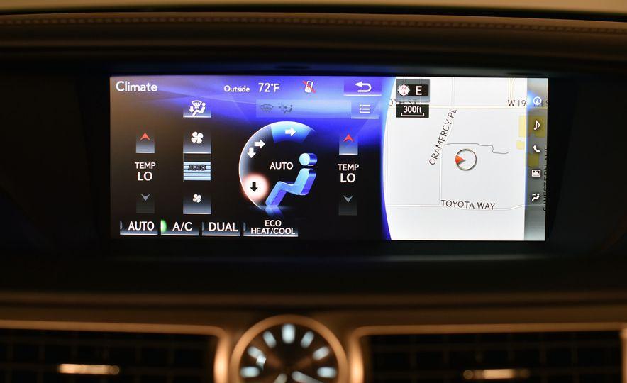 2016 Lexus GS200t - Slide 27