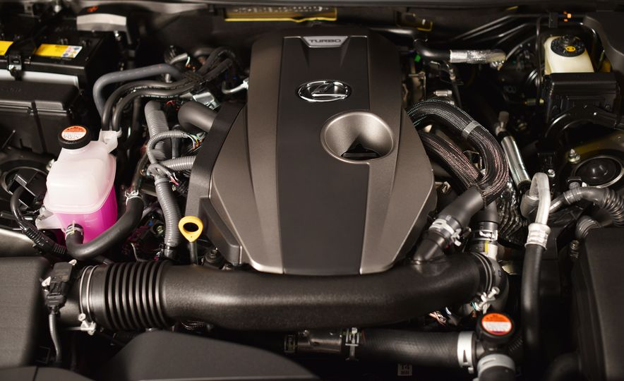 2016 Lexus GS200t - Slide 28