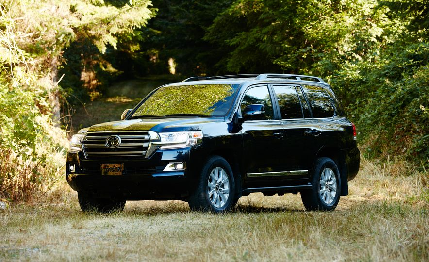 2016 Toyota Land Cruiser - Slide 1