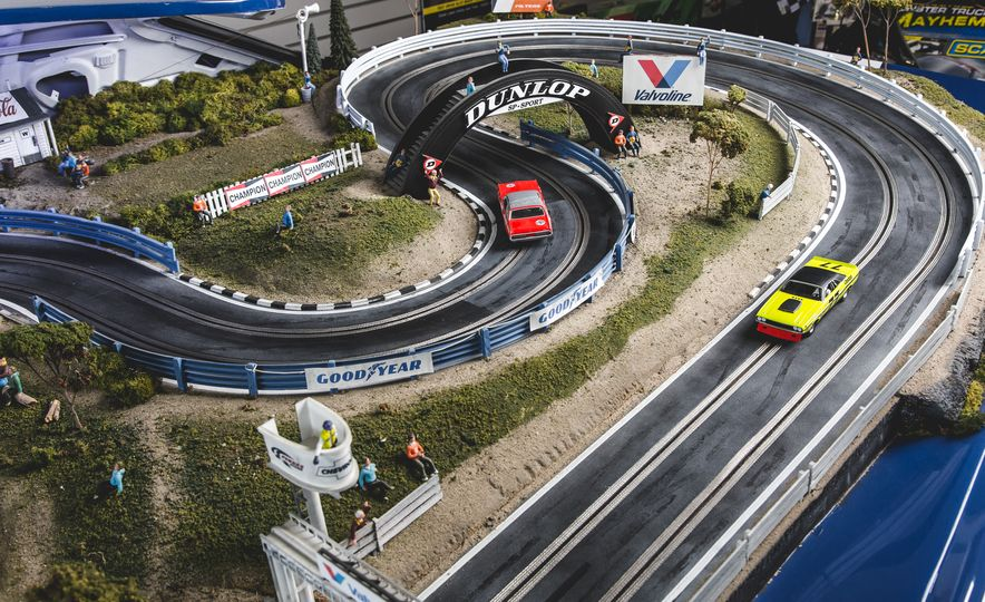 David Beattie Makes the World's Most Extravagant and Realistic Slot-Car Tracks - Slide 9