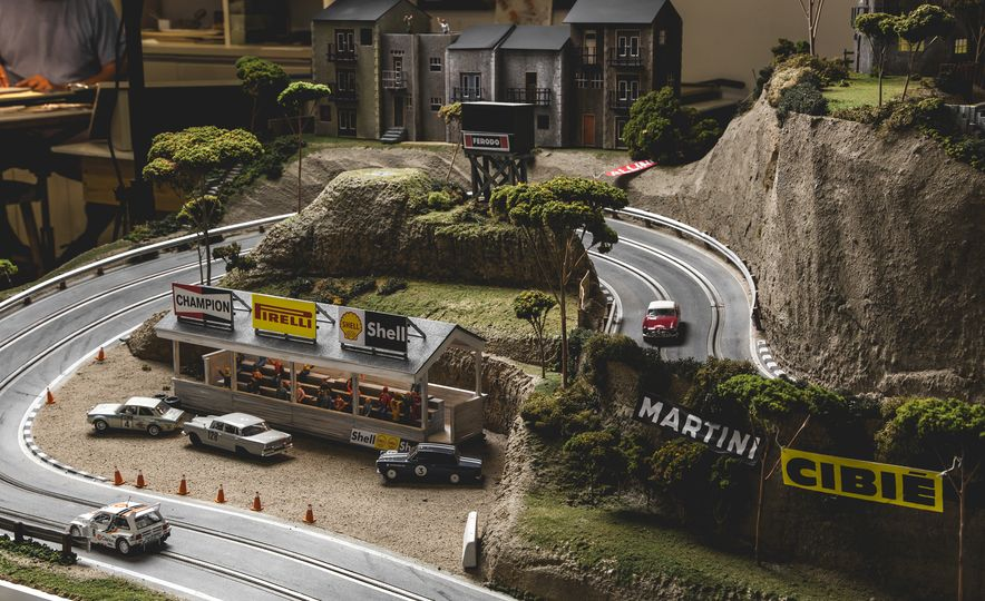 David Beattie Makes the World's Most Extravagant and Realistic Slot-Car Tracks - Slide 22