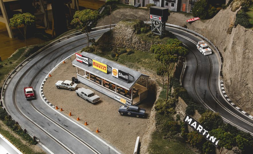 David Beattie Makes the World's Most Extravagant and Realistic Slot-Car Tracks - Slide 23