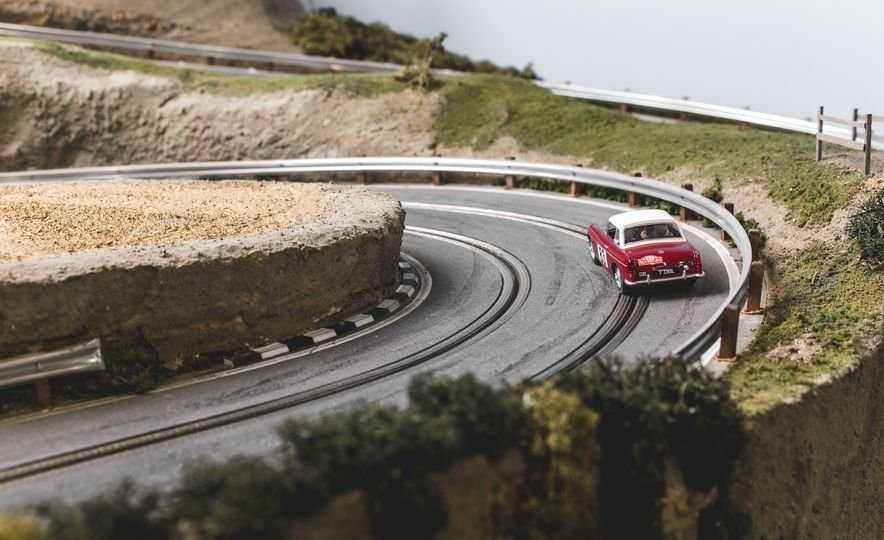David Beattie Makes the World's Most Extravagant and Realistic Slot-Car Tracks - Slide 28