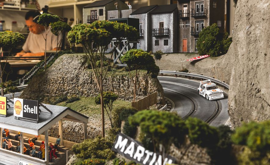David Beattie Makes the World's Most Extravagant and Realistic Slot-Car Tracks - Slide 32
