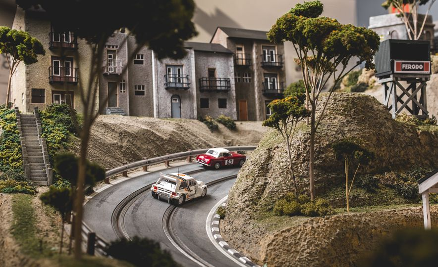 David Beattie Makes the World's Most Extravagant and Realistic Slot-Car Tracks - Slide 33