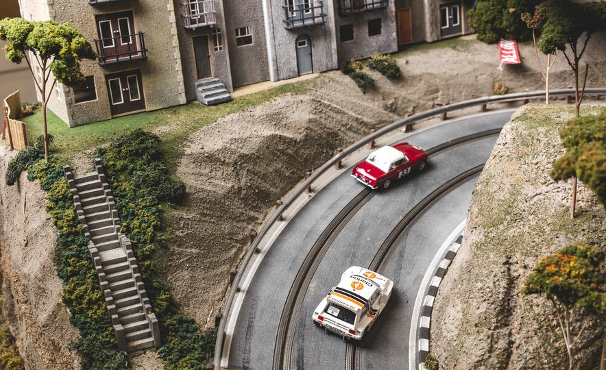 David Beattie Makes the World's Most Extravagant and Realistic Slot-Car Tracks - Slide 34