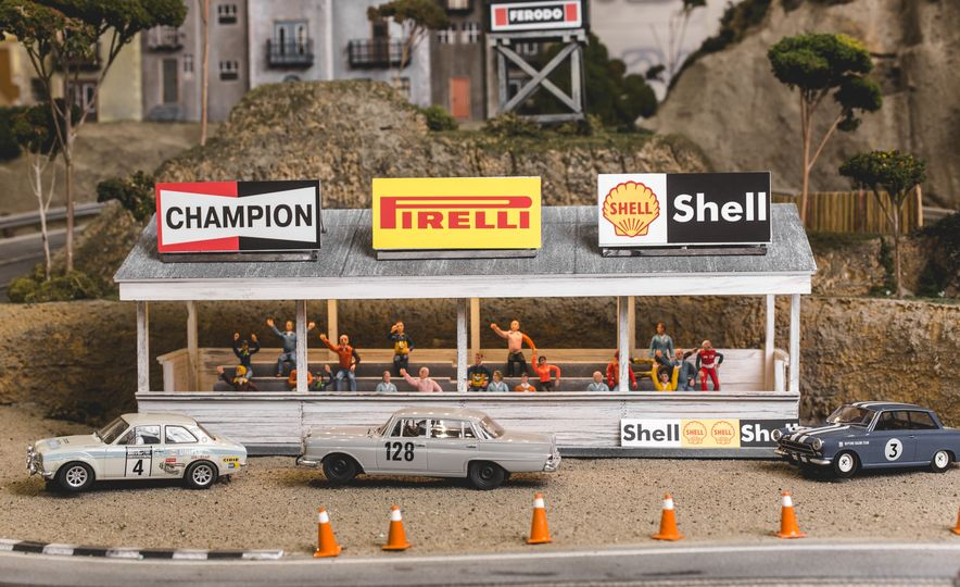 David Beattie Makes the World's Most Extravagant and Realistic Slot-Car Tracks - Slide 37