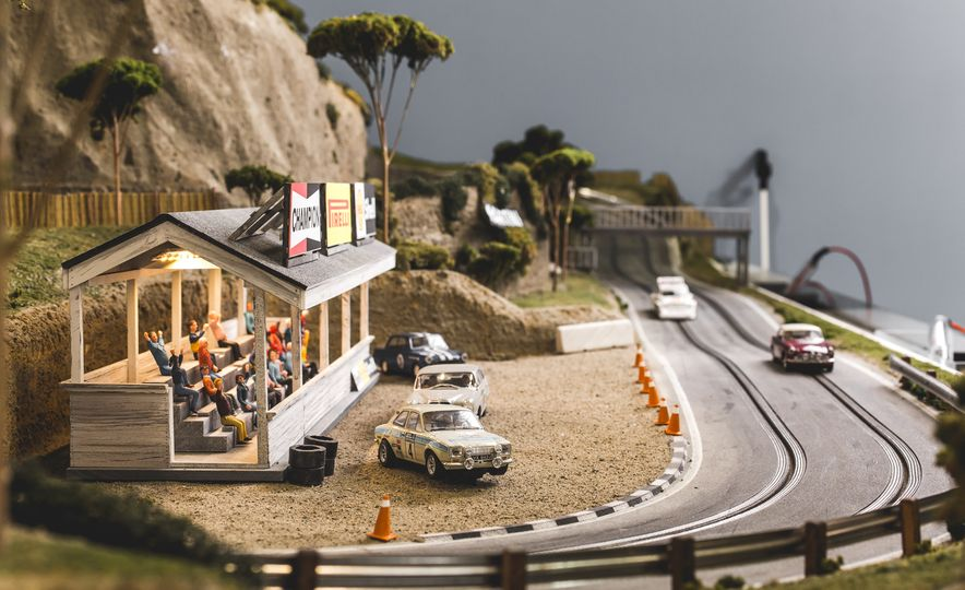 David Beattie Makes the World's Most Extravagant and Realistic Slot-Car Tracks - Slide 38