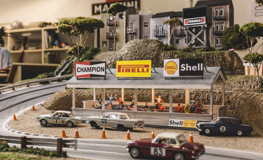 David Beattie Makes the World's Most Extravagant and Realistic Slot-Car Tracks - Slide 39