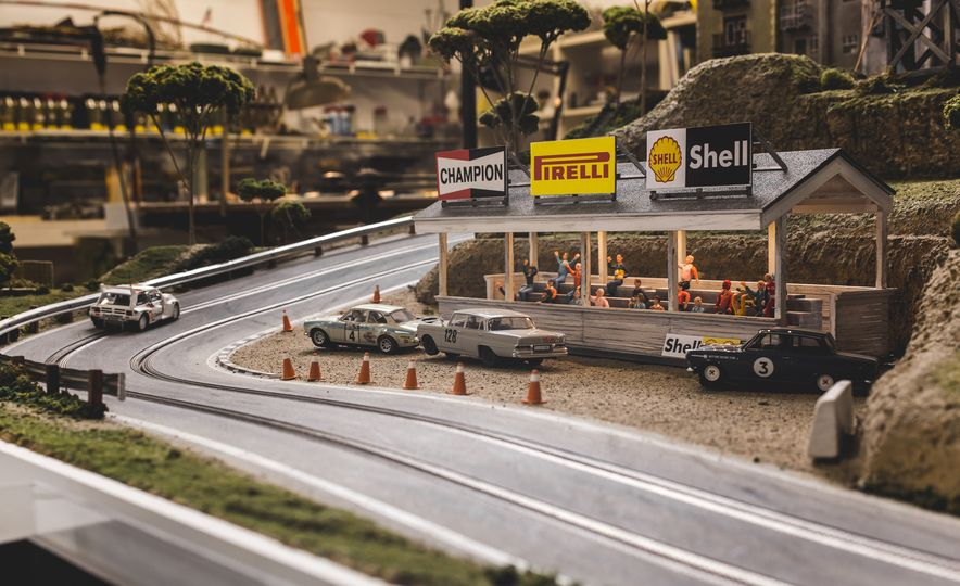 David Beattie Makes the World's Most Extravagant and Realistic Slot-Car Tracks - Slide 40