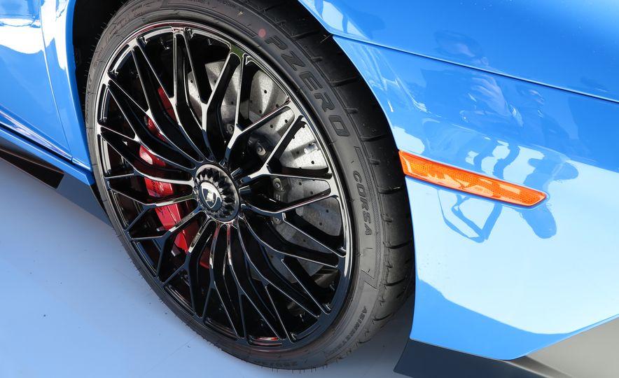2016 Lamborghini Aventador SV Roadster - Slide 13