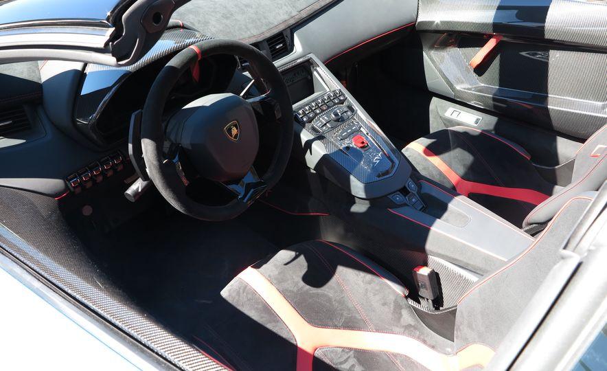 2016 Lamborghini Aventador SV Roadster - Slide 17