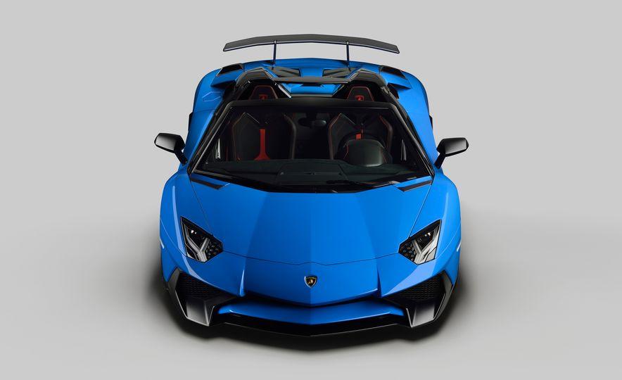 2016 Lamborghini Aventador SV Roadster - Slide 19