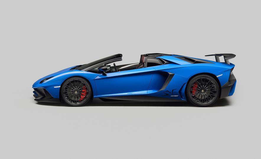 2016 Lamborghini Aventador SV Roadster - Slide 20