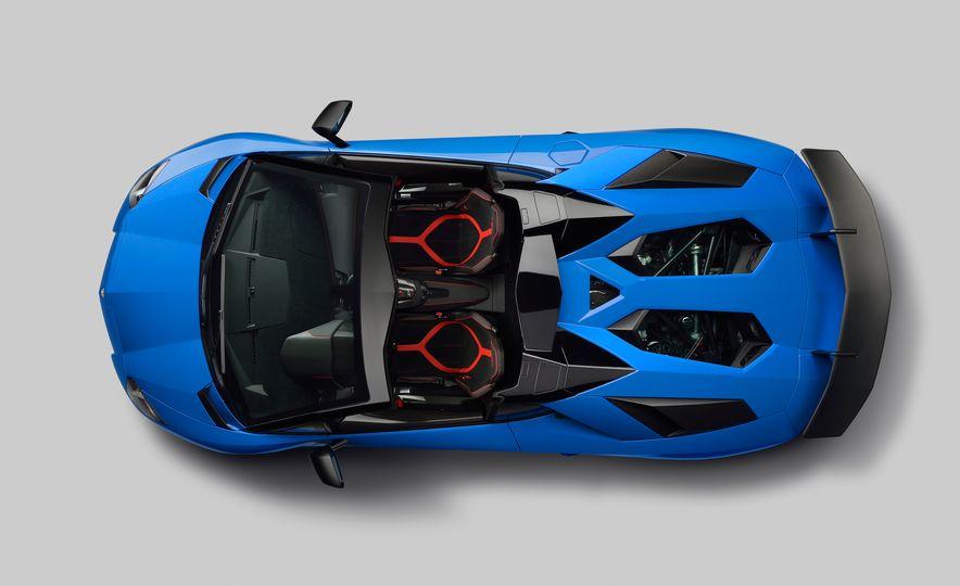 2016 Lamborghini Aventador SV Roadster - Slide 23