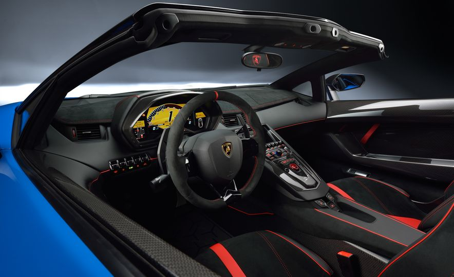 2016 Lamborghini Aventador SV Roadster - Slide 24