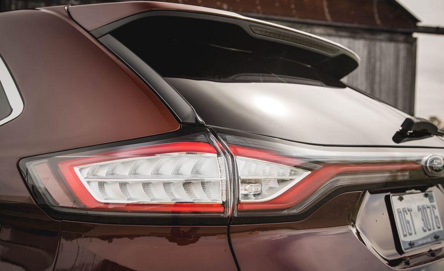 2015 Ford Edge Titanium 2.0T EcoBoost - Slide 14