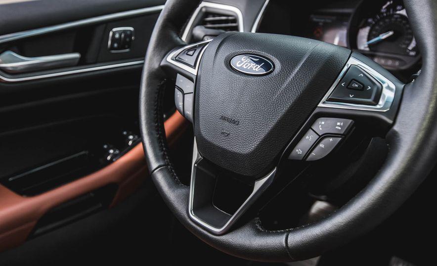 2015 Ford Edge Titanium 2.0T EcoBoost - Slide 27
