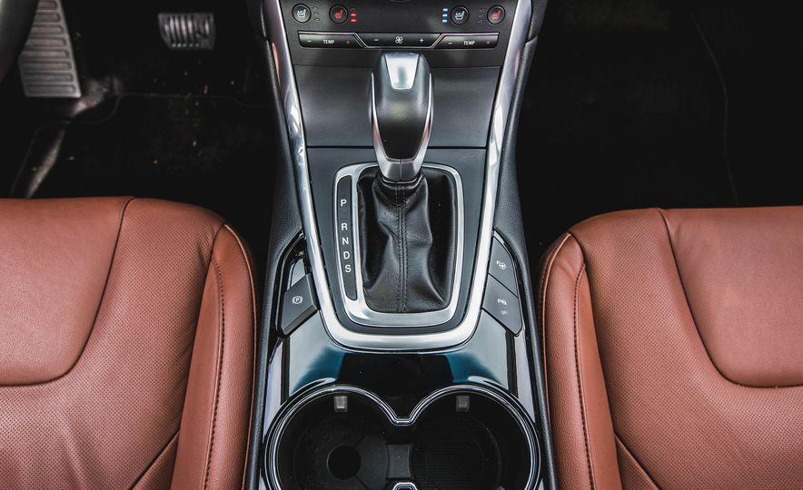 2015 Ford Edge Titanium 2.0T EcoBoost - Slide 32
