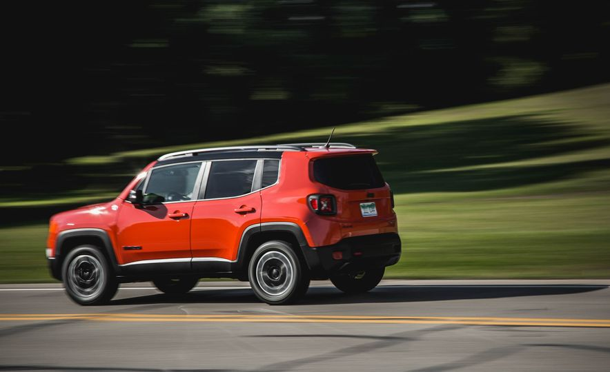 2015 Jeep Renegade Trailhawk - Slide 5