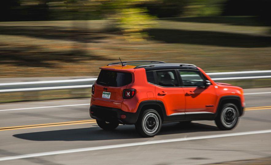 2015 Jeep Renegade Trailhawk - Slide 8