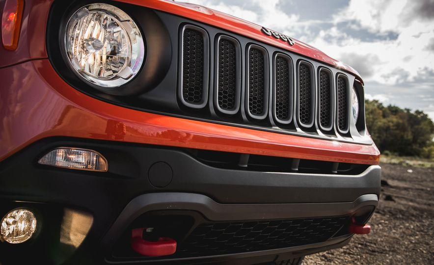 2015 Jeep Renegade Trailhawk - Slide 19