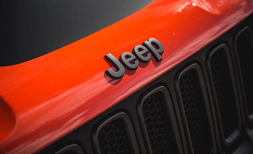 2015 Jeep Renegade Trailhawk - Slide 20