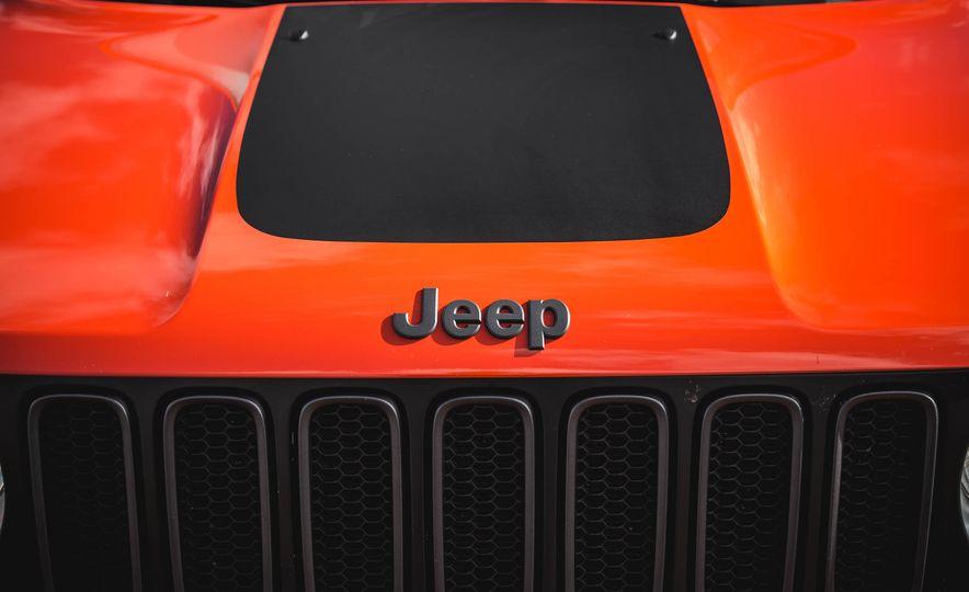 2015 Jeep Renegade Trailhawk - Slide 21