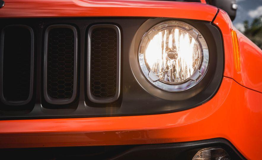 2015 Jeep Renegade Trailhawk - Slide 22