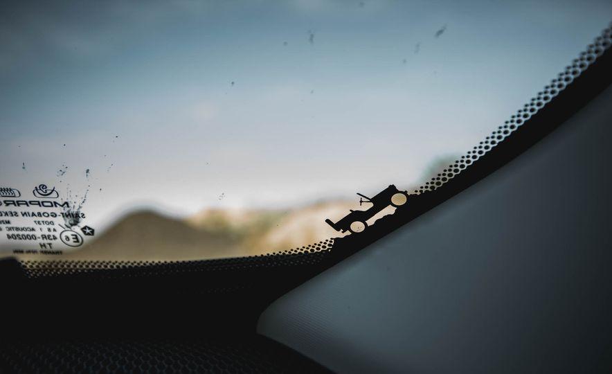 2015 Jeep Renegade Trailhawk - Slide 49
