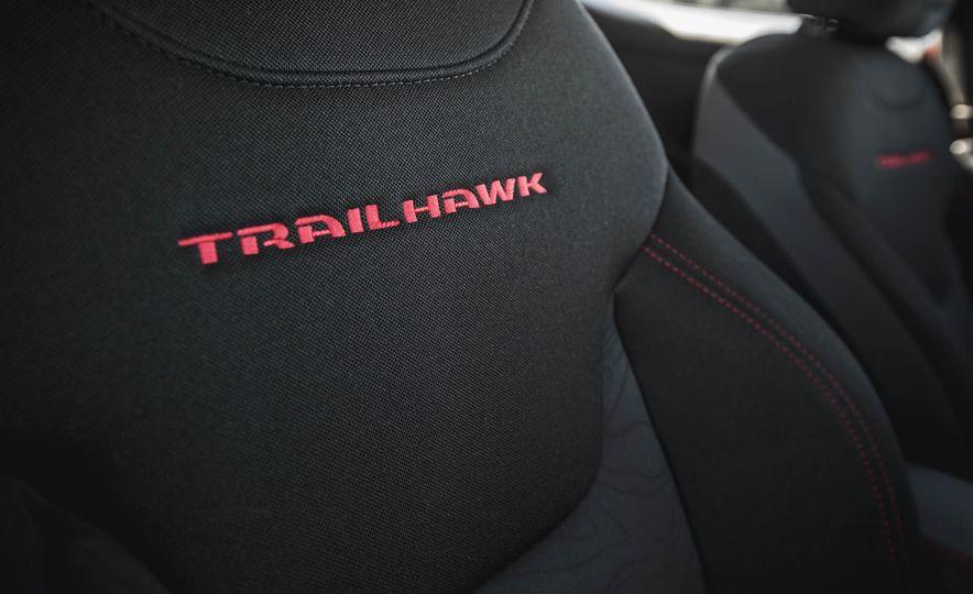 2015 Jeep Renegade Trailhawk - Slide 50