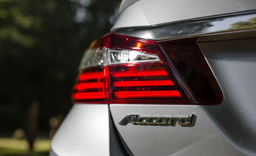 2016 Honda Accord V-6 Touring - Slide 9